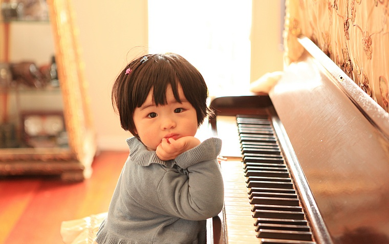 孩子学钢琴半年了,看孩子很喜欢,近期想买台琴