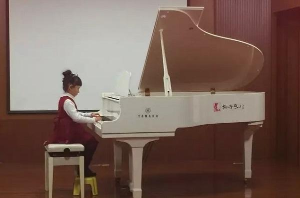 敲响幸福的旋律——詹坚师生钢琴音乐会
