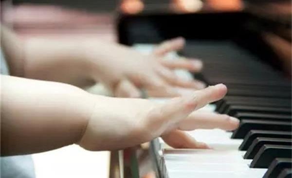 家长在孩子学习钢琴的过程中起了怎样的作用和意义