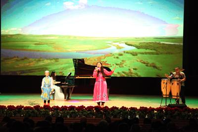 上课的场景,还有卡通人物贝多芬bear和莫扎特mouse来