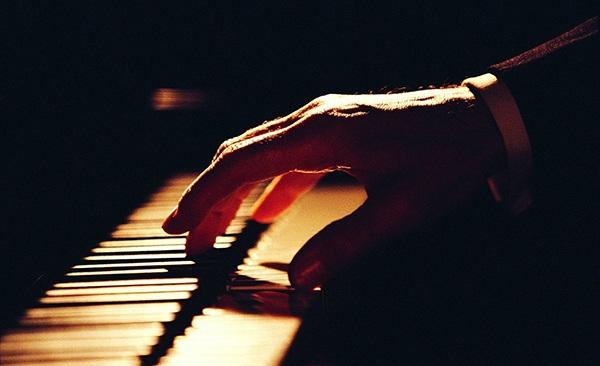 钢琴比赛简笔画