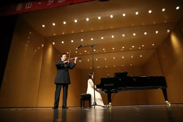 演出 刘育熙小提琴独奏音乐会赢得听众热烈好评    演奏会以《良宵》