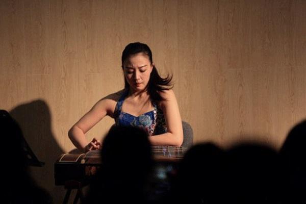 2012年考取上海音乐学院民族器乐演奏专业,攻读古筝表演专业硕士研究