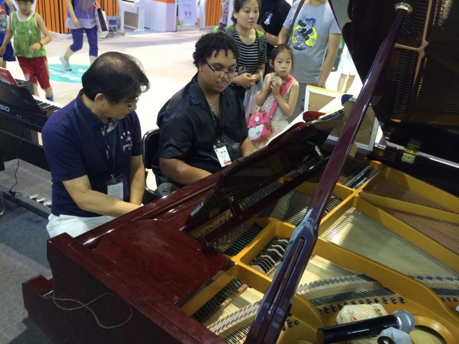 普罗爵士亮相北京音乐生活展 备受国外友人喜爱