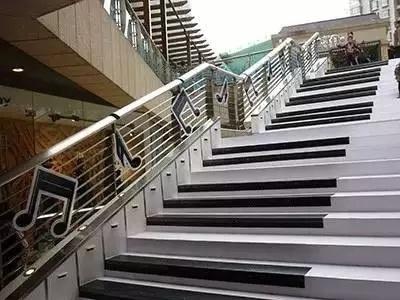 当楼梯变身黑白琴键,你是不是也有弹的冲动?
