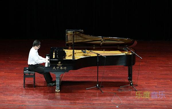 赵青指导的来自星海音乐学院附中的杨浩坤