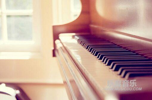选钢琴配图
